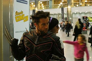 Wolverine cosplayer posing for instagram photos at comic con
