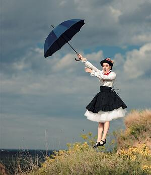 Cosplay maker in Mary Poppins cosplay dress