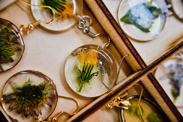 Resin jewelry earrings with dried flowers inside